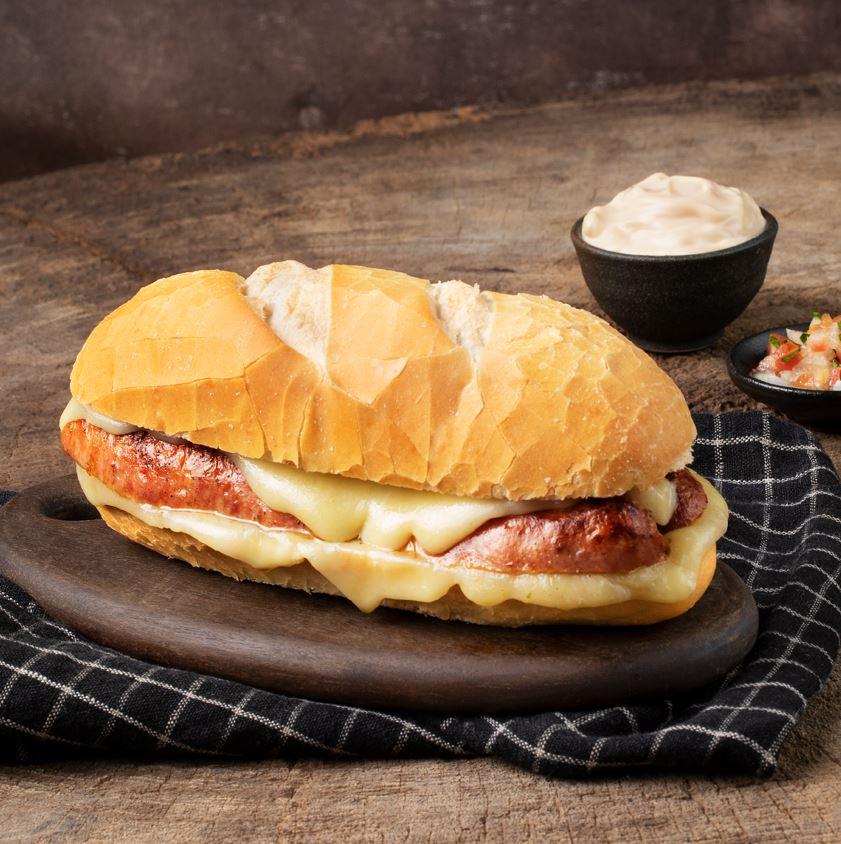 Menu Especial Rodovia chega com delicioso sanduíche de linguiça artesanal com queijo meia cura por apenas R$ 10,90 no Frango Assado
